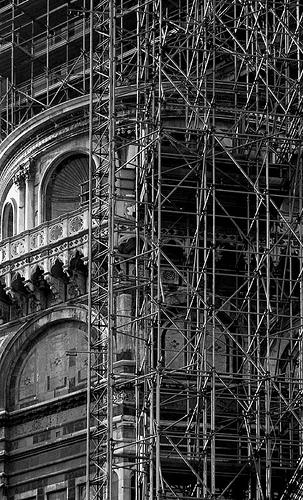 la cattedrale e le sue impalcature