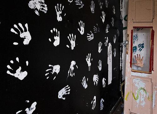 fondale con impronta di mani