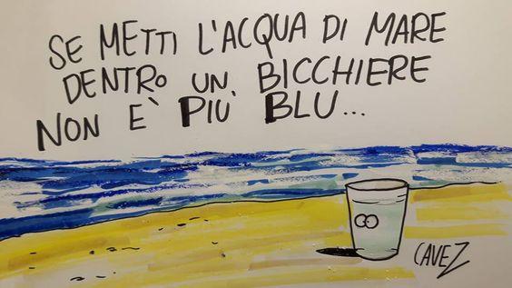 Se metti l'acqua di mare dentro un bicchiere non è più blu...